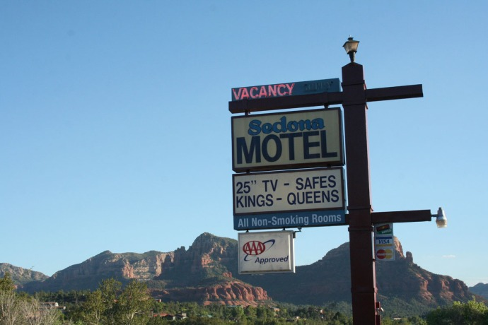 sedona motel sign