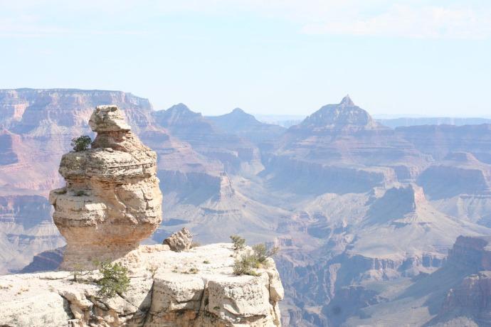 grand canyon hori, rock perched