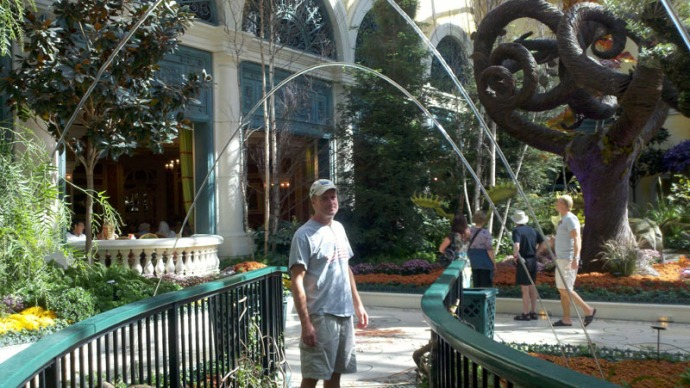 LV, bellagio wally with fount