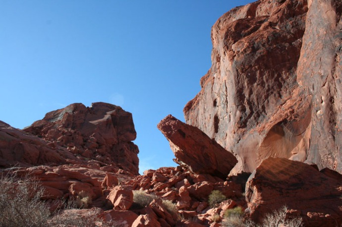 valley of fire rock leaning