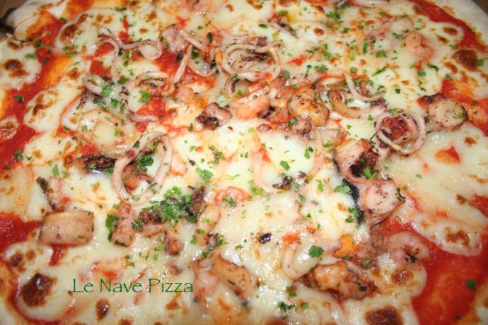 Le Nave Pescatora pizza