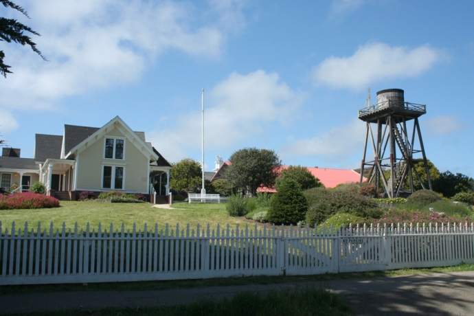 Mendo-house & water tower