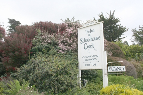 Mendo-Schoolhouse inn sign