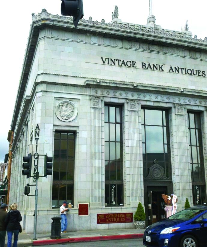 Peta, vintage bank antiques ext