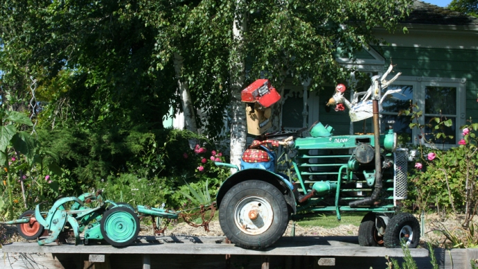 Sebast art-chick attacking tractor