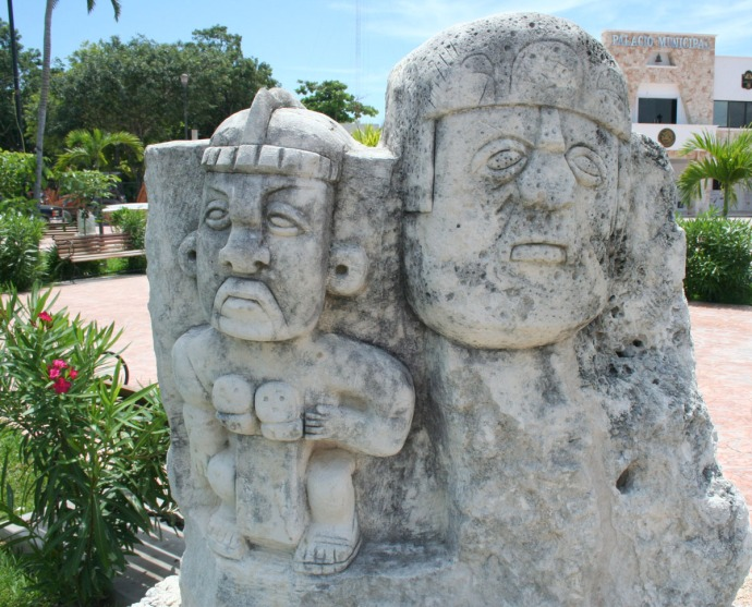 tulum park 2 figure carving