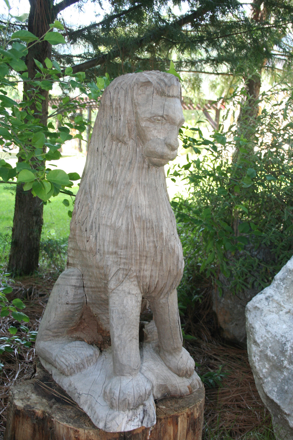 Yose-spinn, lion carving
