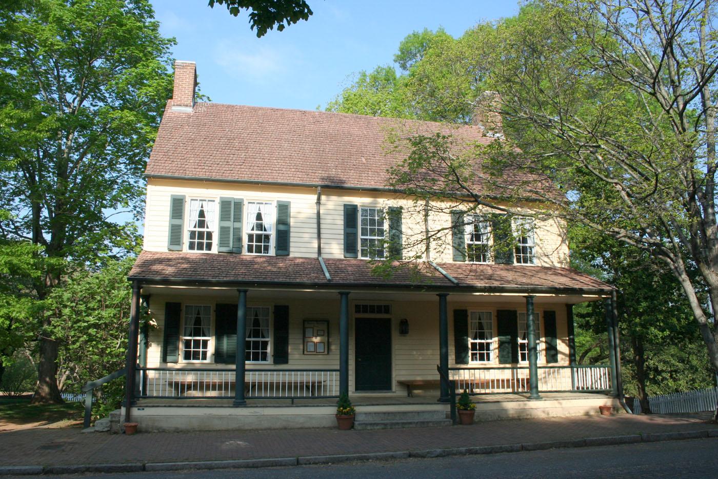 Old salem tavern dining house for Salem house