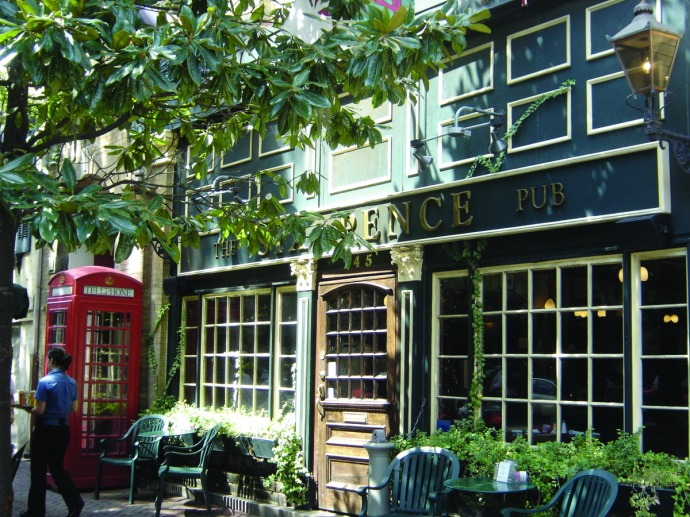 Savannah Sixpence pub