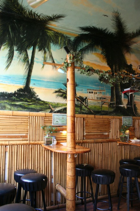 ams-coffee:tiki bar seat