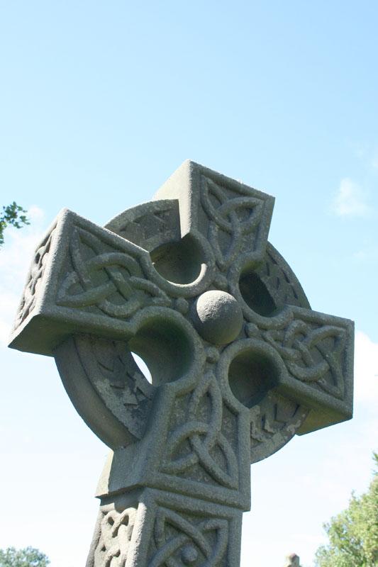 eng-Celtic cross in Ogles castle parrish