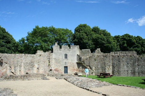 eng-inside prudhoe castle