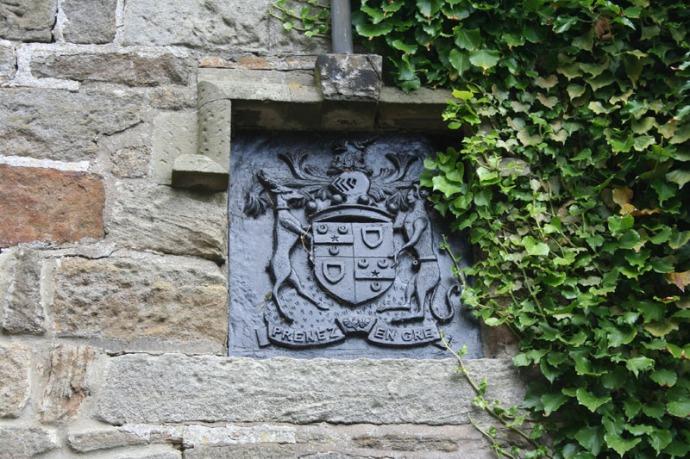 eng-ogles castle crest on carriage house