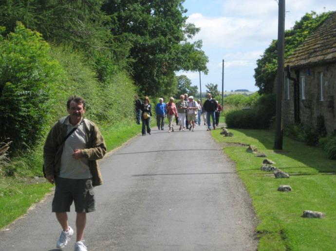 Eng, Ogles walking down lane