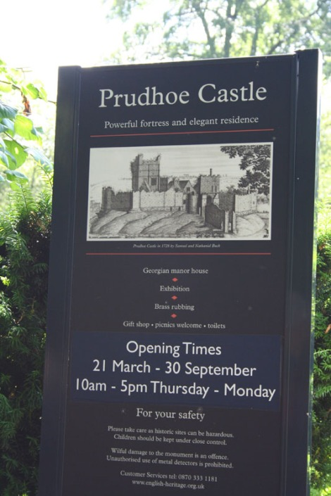 eng-prudhoe castle sign