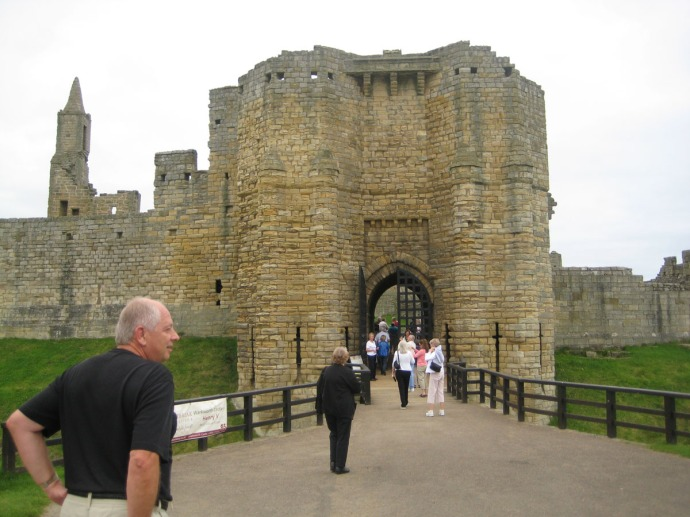 Eng, Warkworth castle entrance