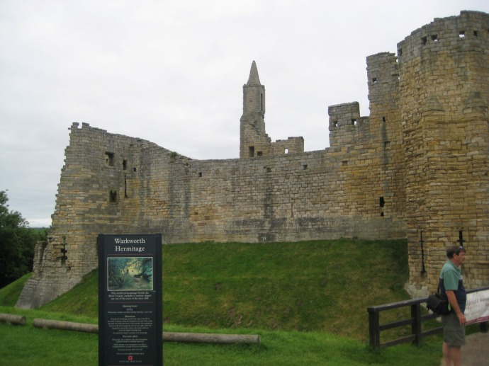 Eng, Warkworth Castle entry sign