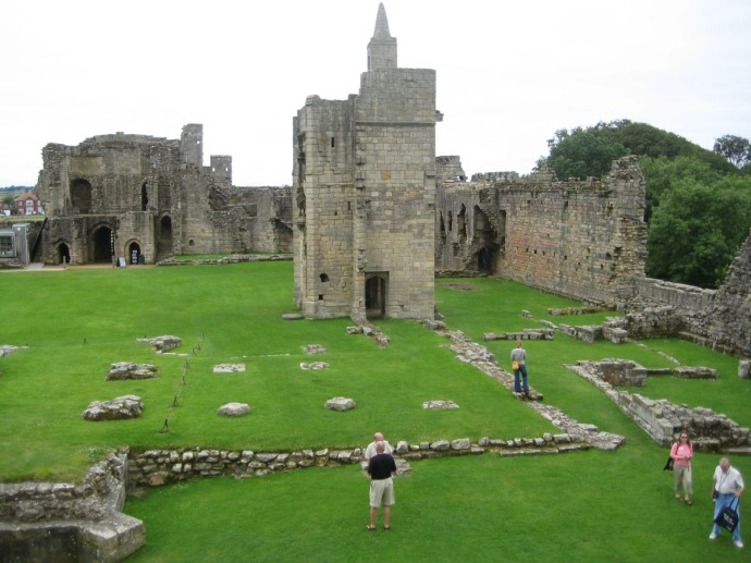 Eng, Warkworth castle grounds