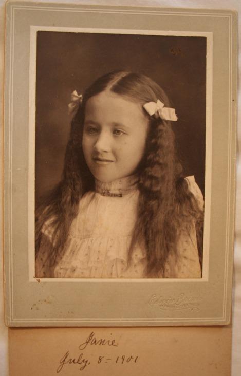 Jane Head 1901 bows in hair