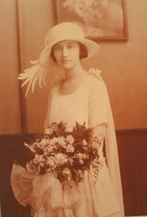 Rosa Elizabeth Head wedding pic