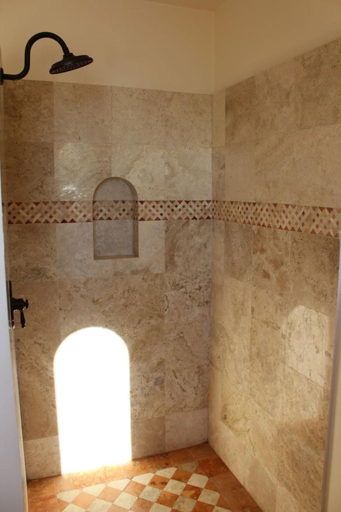 Nah Kaan top shower