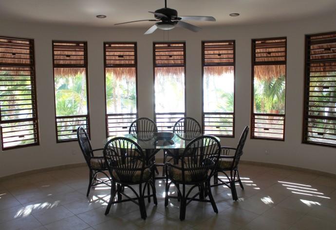 Nah Luum dining room
