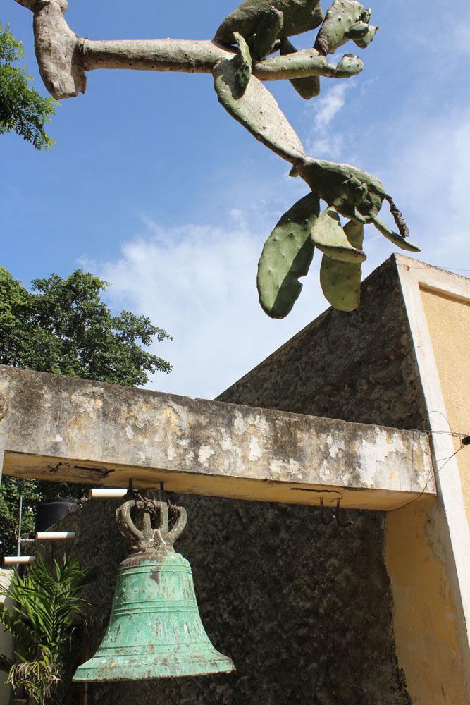 Colonial church bell & cactus, vert
