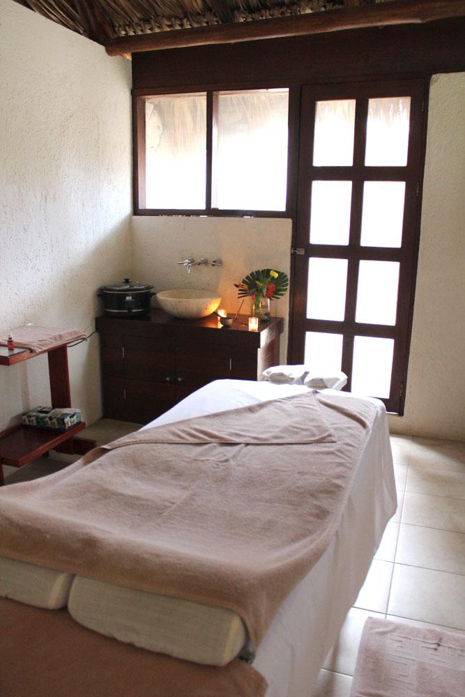 Maya Tulum massage table:room