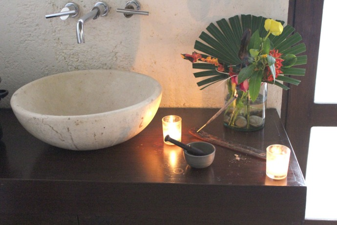 Maya Tulum sink & flowers