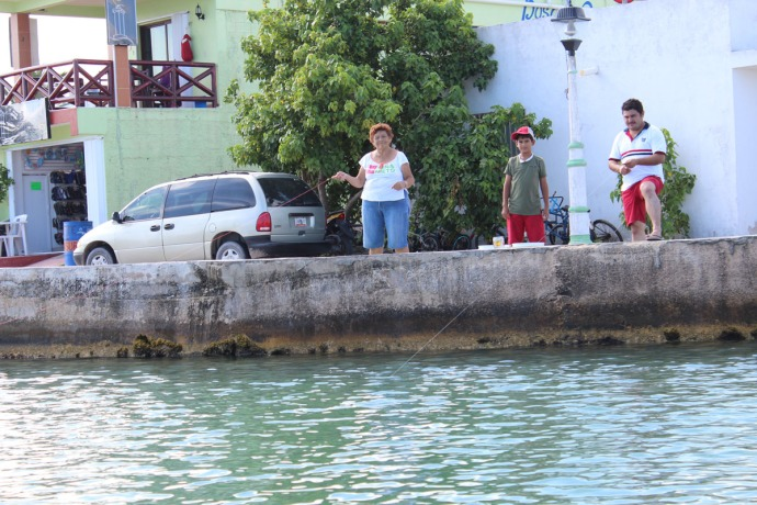 Rio Lagartos locals hand fishing