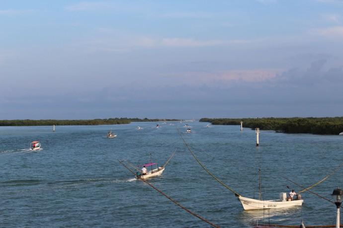Rio Lagartos morning boat traffic