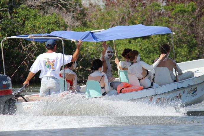 Rio Lagartos mud boat people with wave