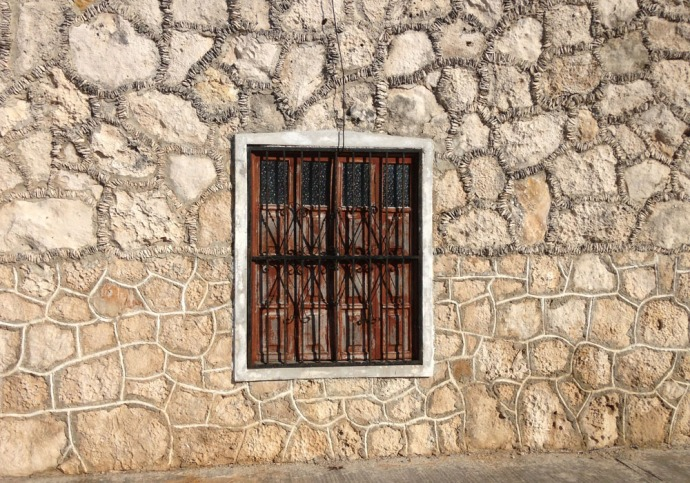Rio Lagartos stone wall & window