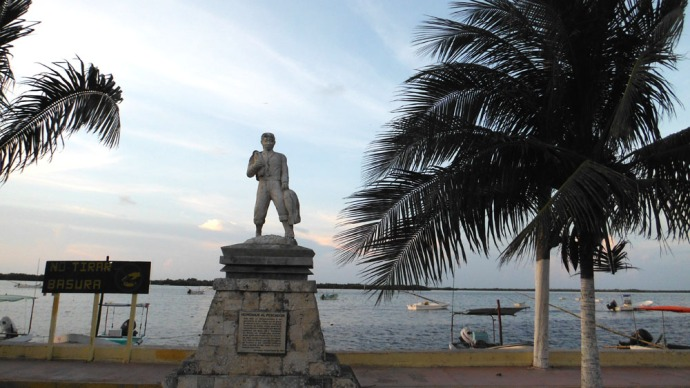 San Felipe man statue on water
