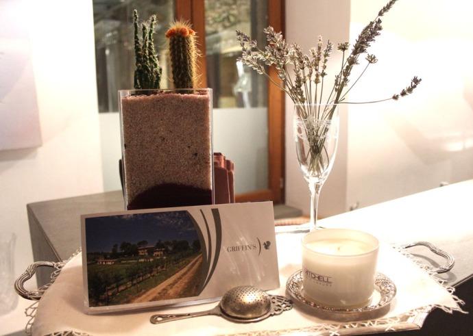 Griffins card, vase