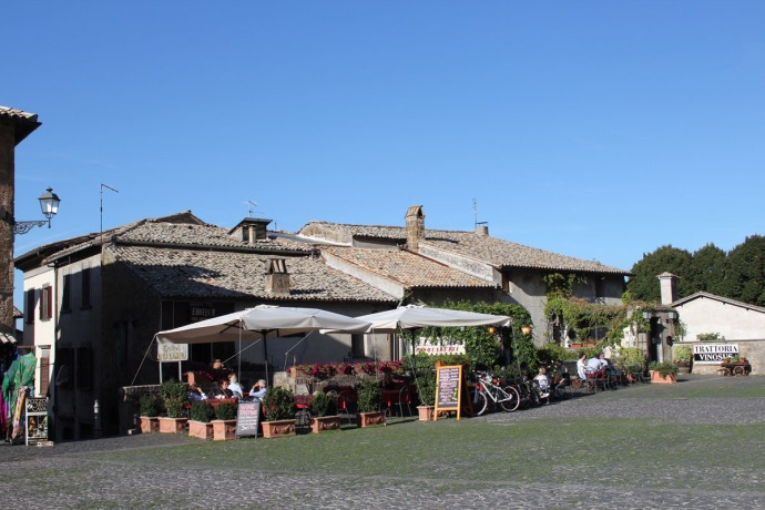 Orvieto Duomo Piazza cafes & shops