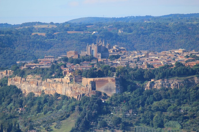 Orvieto view of hilltop town 1