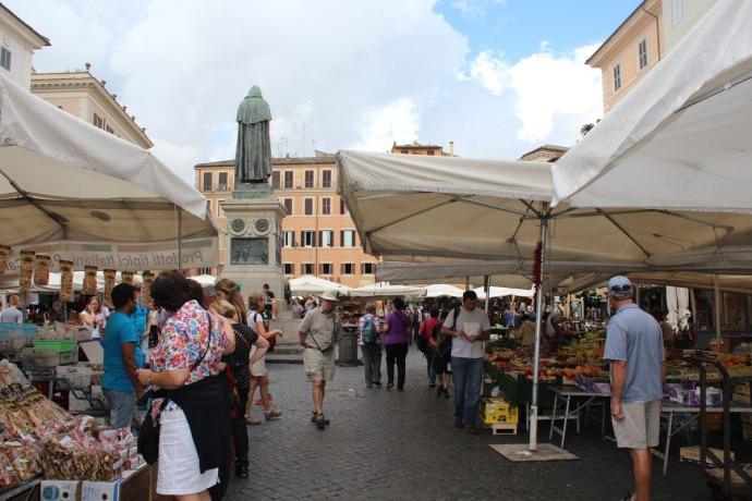 Rome Camp dei Fiori tents, statue back