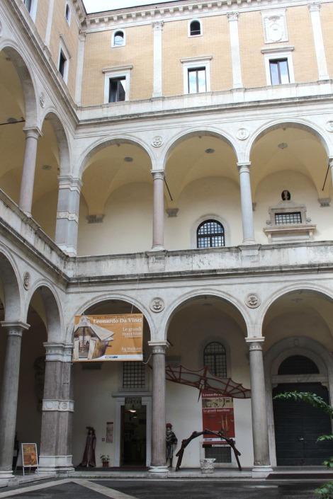 Rome da Vinci piazza entrance