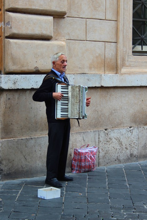 Rome Pantheon accordian player