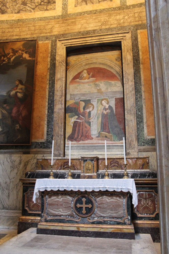 Rome Pantheon altar & paintings