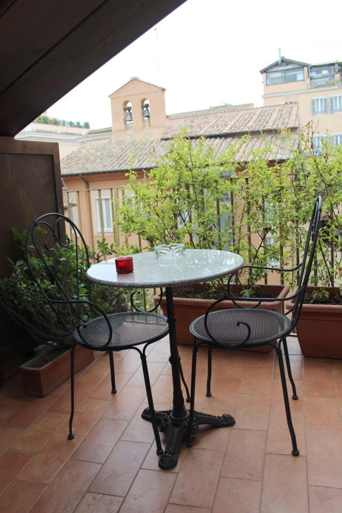Rome Pantheon Inn balcony vert