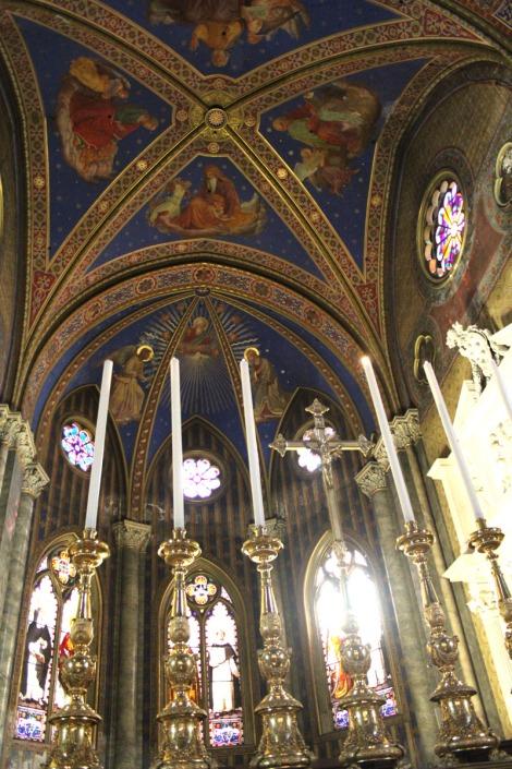Rome Santa Maria candles to ceiling, altar