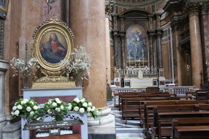 Rome Santissima Trinità dei Pellegrini, Jesus & pews