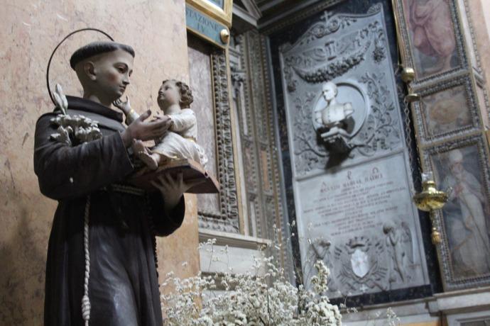 Rome Santissima Trinità dei Pellegrini monk & baby clsup