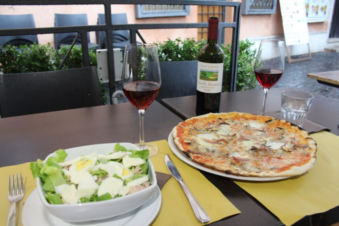 Rome The Mirror pizza & salad