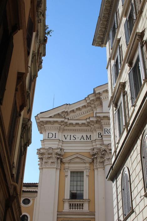 Rome yellow columned bldg vert corner