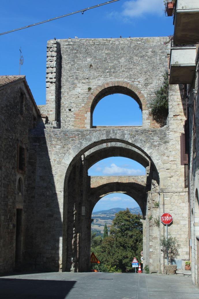 Todi exit gate road