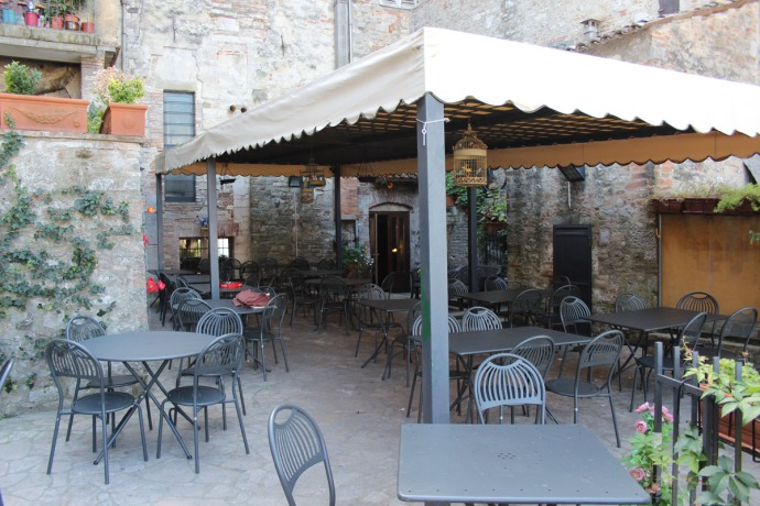 Todi Pizzeria le Scaletta patio
