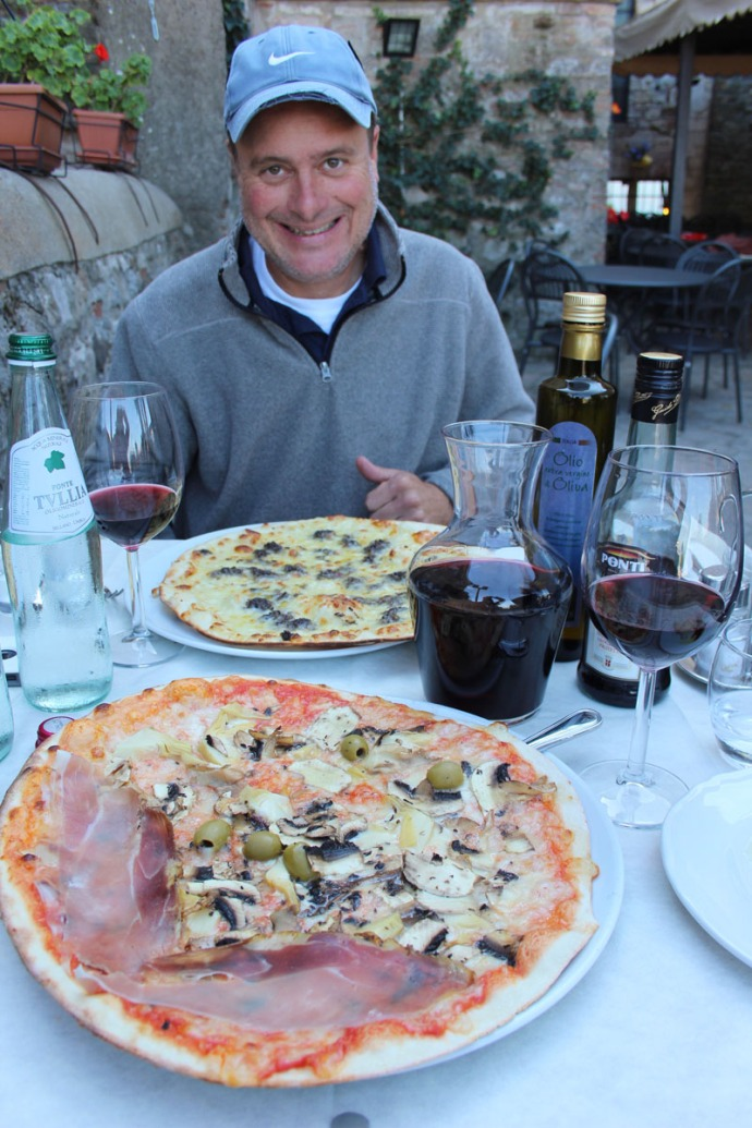 Todi Pizzeria le Scaletta Wally happy, pizza
